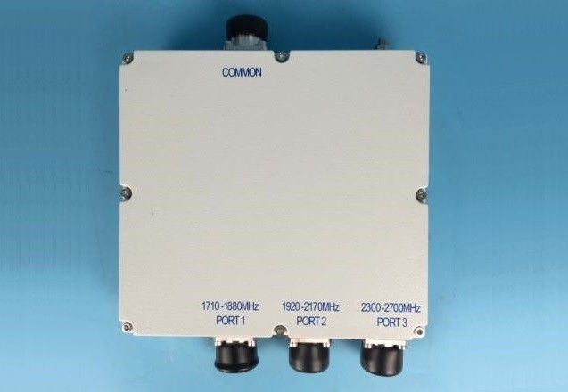 2300 - 2700 MHZ Triple Band Combiner LTE WCDMA GSM